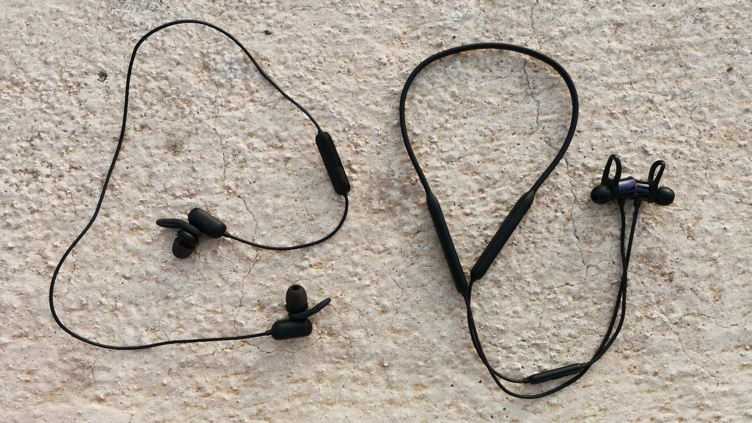 5eaeeec21b3 OnePlus Bullets Wireless vs Mi Sports Bluetooth Earphones Basic : Which one  is perfect for you?